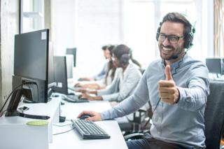 Experten-Talk Fröhlicher Kundendienst-Mitarbeiter