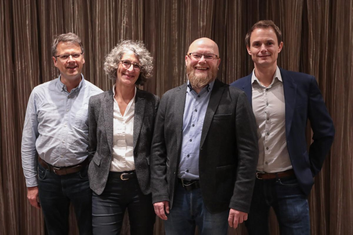 eZ Systems kauft E-Commerce-Software von silver.solutions: Frank Dege, CTO silver.solutions, Ania Hentz, CEO silver.solutions, Morten Ingebrigtsen, Co-CEO eZ Systems, Bertrand Maugain, Co-CEO eZ Systems